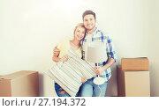 Купить «happy couple with stuff moving to new home», фото № 27194372, снято 25 февраля 2016 г. (c) Syda Productions / Фотобанк Лори