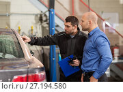 Купить «auto mechanic and customer at car shop», фото № 27194580, снято 21 сентября 2017 г. (c) Syda Productions / Фотобанк Лори