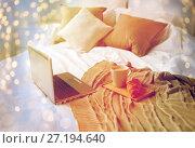 Купить «laptop, coffee and croissant on bed at cozy home», фото № 27194640, снято 15 октября 2016 г. (c) Syda Productions / Фотобанк Лори