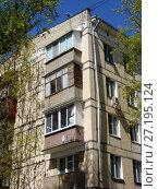 Пятиэтажный четырехподъездный блочный жилой дом серии I-510, построен в 1961 году. 9-я Парковая улица, 61, корпус 1. Район Северное Измайлово. Город Москва (2017 год). Стоковое фото, фотограф lana1501 / Фотобанк Лори