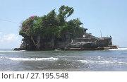 Купить «Tanah Lot Temple, the most important hindu temple of Bali, Indonesia», видеоролик № 27195548, снято 12 сентября 2009 г. (c) Куликов Константин / Фотобанк Лори