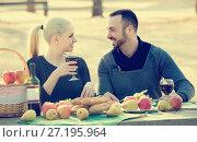 Купить «couple having picnic in sunny spring day at countryside», фото № 27195964, снято 26 мая 2019 г. (c) Яков Филимонов / Фотобанк Лори