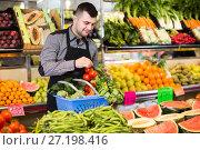 Купить «Male seller helping to choose», фото № 27198416, снято 18 марта 2017 г. (c) Яков Филимонов / Фотобанк Лори