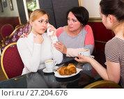 Купить «Adult women drinking coffee in the cafeteria», фото № 27204676, снято 21 июля 2018 г. (c) Яков Филимонов / Фотобанк Лори