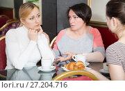 Купить «Women and girl drinking coffee in the cafeteria», фото № 27204716, снято 21 июля 2018 г. (c) Яков Филимонов / Фотобанк Лори