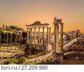 Купить «Вид на руины Римского форума  с храмом Сатурна. Рим, Италия», фото № 27209980, снято 12 сентября 2017 г. (c) Наталья Волкова / Фотобанк Лори