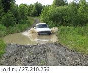 "Купить «Car ""Volga"" GAZ-3102 overcomes deep puddles. Bad roads in the north of the Ural Mountains», фото № 27210256, снято 2 июня 2016 г. (c) Евгений Ткачёв / Фотобанк Лори"