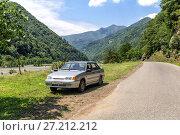 Купить «Автомобиль ВАЗ-2115 на пустой дороге в горной Аджарии. Грузия», фото № 27212212, снято 13 июля 2017 г. (c) Евгений Ткачёв / Фотобанк Лори