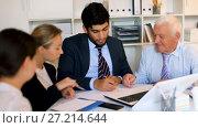 Купить «Managers are writing financial reports and discussing with mature boss in the office.», видеоролик № 27214644, снято 5 июля 2017 г. (c) Яков Филимонов / Фотобанк Лори