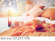 Купить «laptop, coffee and croissant on bed at cozy home», фото № 27217176, снято 15 октября 2016 г. (c) Syda Productions / Фотобанк Лори