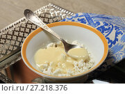 Купить «Творог со сгущенным молоком», фото № 27218376, снято 23 октября 2017 г. (c) Яна Королёва / Фотобанк Лори