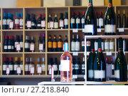 Купить «Display with wine bottles in store», фото № 27218840, снято 24 апреля 2018 г. (c) Яков Филимонов / Фотобанк Лори