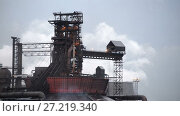 Купить «View of the metallurgical plant. Manufacture of cast iron and steel.», видеоролик № 27219340, снято 18 ноября 2017 г. (c) Андрей Радченко / Фотобанк Лори