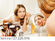 Купить «Woman applies eyebrow shadows with brush in bath», фото № 27220916, снято 3 июня 2017 г. (c) Сергей Новиков / Фотобанк Лори