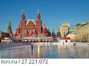 Купить «ГУМ-каток на Красной площади в Москве. Проверка льда после обработки», фото № 27221072, снято 7 декабря 2016 г. (c) Елена Коромыслова / Фотобанк Лори
