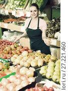 Купить «Friendly salesgirl proposing fresh fruits and vegetables in sup», фото № 27221460, снято 14 октября 2017 г. (c) Яков Филимонов / Фотобанк Лори