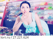 young girl posing in the store with lolly. Стоковое фото, фотограф Яков Филимонов / Фотобанк Лори