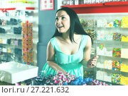 Купить «Woman posing to photographer with lollypop», фото № 27221632, снято 25 апреля 2017 г. (c) Яков Филимонов / Фотобанк Лори