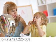 Купить «Cute child boy at speech therapist office», фото № 27225068, снято 20 ноября 2017 г. (c) Оксана Кузьмина / Фотобанк Лори