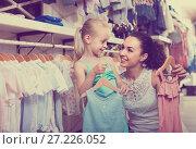 Купить «portrait of woman and girl shopping kids apparel in clothes sto», фото № 27226052, снято 2 июля 2020 г. (c) Яков Филимонов / Фотобанк Лори