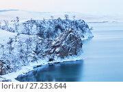 Купить «Озеро Байкал. Остров Ольхон в декабре. Прибрежные скалы и мыс Татайский после снегопада», фото № 27233644, снято 10 декабря 2012 г. (c) Виктория Катьянова / Фотобанк Лори