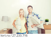 Купить «happy couple with stuff moving to new home», фото № 27233716, снято 25 февраля 2016 г. (c) Syda Productions / Фотобанк Лори