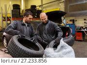 Купить «auto mechanics changing car tires at workshop», фото № 27233856, снято 21 сентября 2017 г. (c) Syda Productions / Фотобанк Лори