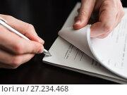 Купить «Мужчина подписывает стопку документов», эксклюзивное фото № 27234468, снято 6 ноября 2017 г. (c) Игорь Низов / Фотобанк Лори