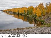 Осенью на плотине в Дубне Московской области (2017 год). Стоковое фото, фотограф Владимир Судник / Фотобанк Лори
