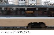 Купить «Трамвай на Парковой улице в Москве», эксклюзивный видеоролик № 27235192, снято 2 января 2017 г. (c) Дмитрий Неумоин / Фотобанк Лори