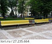 Купить «Уличные скамейки в сквере на Патриарших прудах. Пресненский район. Город Москва», эксклюзивное фото № 27235664, снято 25 августа 2008 г. (c) lana1501 / Фотобанк Лори