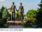 Купить «Россия, Таганрог, памятник в сквере Героев-Подпольщиков», фото № 27235864, снято 6 июня 2014 г. (c) glokaya_kuzdra / Фотобанк Лори