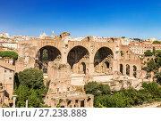 Купить «Вид на руины Римского форума с Базиликой Максенция и Константина, Рим, Италия», фото № 27238888, снято 9 сентября 2017 г. (c) Наталья Волкова / Фотобанк Лори
