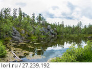 Купить «A small lake in the rocky shores of Karelia», фото № 27239192, снято 2 августа 2017 г. (c) Валерий Смирнов / Фотобанк Лори