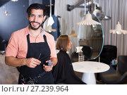 Купить «smiling man hairdresser and woman in salon», фото № 27239964, снято 25 сентября 2018 г. (c) Яков Филимонов / Фотобанк Лори
