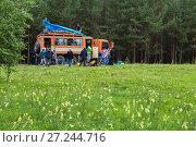 Купить «Group of tourists going on the road along the Kamchatka Peninsula», фото № 27244716, снято 23 августа 2016 г. (c) Юлия Машкова / Фотобанк Лори