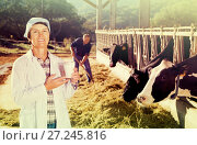 Купить «Woman veterinarian in white coat with cow milk at cowshed», фото № 27245816, снято 24 октября 2017 г. (c) Яков Филимонов / Фотобанк Лори