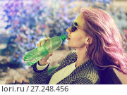 The red-haired girl in sunglasses with water bottle. Стоковое фото, фотограф Вячеслав / Фотобанк Лори