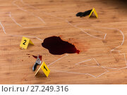 Купить «chalk outline and knife in blood at crime scene», фото № 27249316, снято 5 мая 2017 г. (c) Syda Productions / Фотобанк Лори