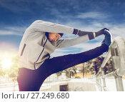 Купить «sports man stretching leg at fence in winter», фото № 27249680, снято 10 ноября 2016 г. (c) Syda Productions / Фотобанк Лори