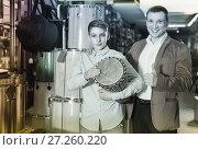 Купить «Father and teenage son examining drum units in guitar shop», фото № 27260220, снято 29 марта 2017 г. (c) Яков Филимонов / Фотобанк Лори