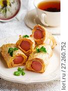 Купить «Sausages  with cheese in lavash for a breackfast», фото № 27260752, снято 3 декабря 2017 г. (c) Зоряна Ивченко / Фотобанк Лори