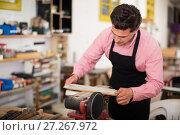 Купить «Carpenter working on manual lathe», фото № 27267972, снято 8 апреля 2017 г. (c) Яков Филимонов / Фотобанк Лори
