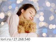 Купить «girl sleeping with teddy bear toy in bed», фото № 27268540, снято 6 декабря 2015 г. (c) Syda Productions / Фотобанк Лори