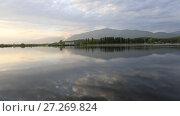 Купить «Раннее утро. Озеро Инкит. Пицунда, Абхазия», видеоролик № 27269824, снято 10 мая 2017 г. (c) Яна Королёва / Фотобанк Лори