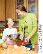 Купить «girl and mother making soup», фото № 27271048, снято 18 июля 2019 г. (c) Яков Филимонов / Фотобанк Лори