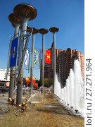 Купить «Светомузыкальный фонтан «Музыка Славы». Район Кузьминки. Город Москва», эксклюзивное фото № 27271964, снято 4 мая 2009 г. (c) lana1501 / Фотобанк Лори