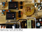 Купить «Золотая монета биткоин», эксклюзивное фото № 27273952, снято 8 декабря 2017 г. (c) Юрий Морозов / Фотобанк Лори