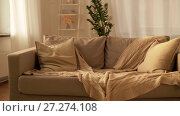 Купить «sofa with cushions at cozy home living room», видеоролик № 27274108, снято 28 ноября 2017 г. (c) Syda Productions / Фотобанк Лори