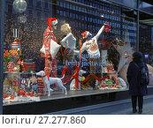 Купить «Christmas show window of Stockmann department store», фото № 27277860, снято 9 декабря 2017 г. (c) Stockphoto / Фотобанк Лори